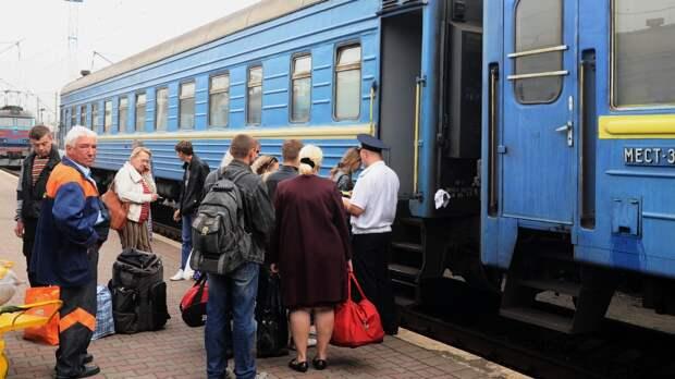 Недовольному иностранцу устроили показательную уборку вагона «Укрзализници»