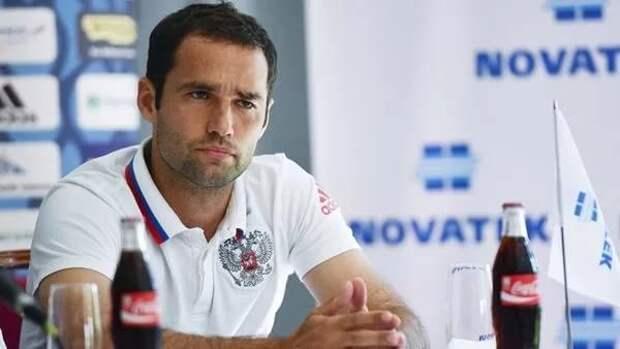 Роман ШИРОКОВ: В «Зените» ничего не изменилось. Если игра не идет, все сводится к варианту «бей на Дзюбу». Федотов - хороший тренер, но не для «сине-бело-голубых»