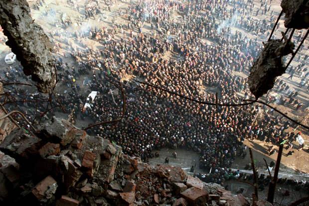 Митинг сторонников лидера чеченских сепаратистов Д. Дудаева в Грозном, март 1996 года / Владимир Веленгурин / ИТАР-ТАСС
