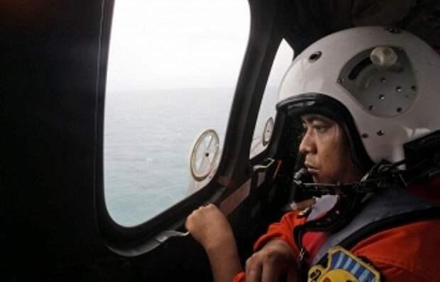 """ТАСС: Спасатели засекли сигнал """"черных ящиков"""" разбившегося самолета AirAsia"""