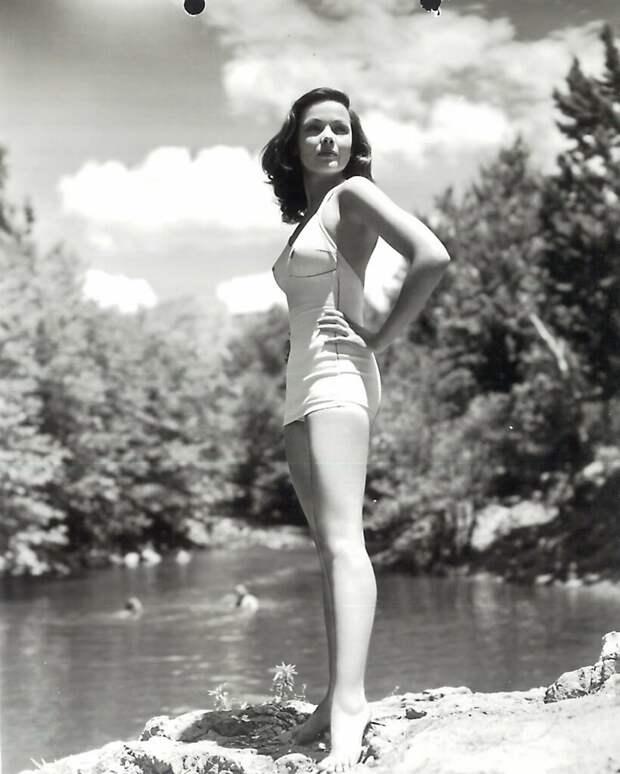 На съёмках фильма «Не отпускай меня», 1953