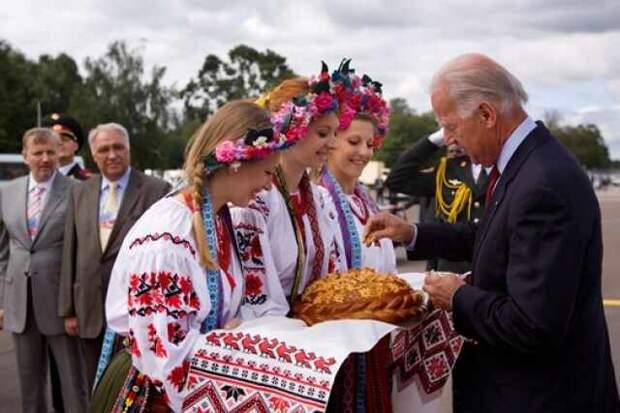 Купи кирпич, или Как США продают Украину. Ростислав Ищенко