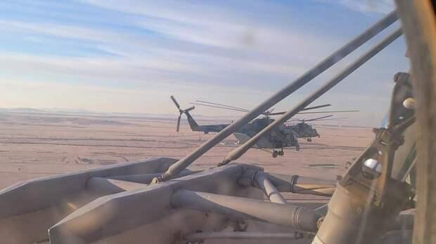 Десять вертолетов вылетели к расчетному месту посадки «Союза» с киноэкипажем