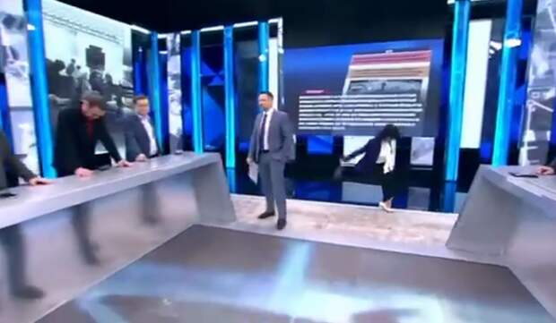 Ведущая упала в прямом эфире «Первого канала» после слов об Украине