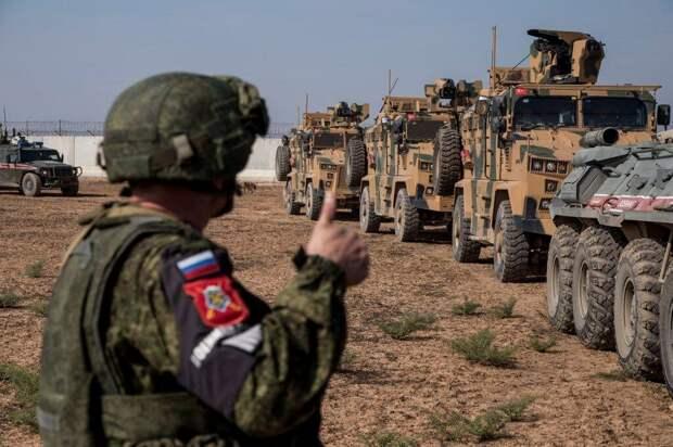 Российским военным в Сирии пришлось уступить дорогу американцам.