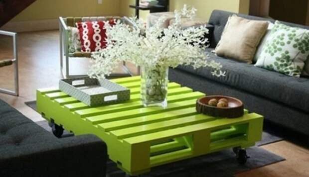 Для создания весенней атмосферы, стол из паллетов – лучший вариант.   Фото: yandex.kz.
