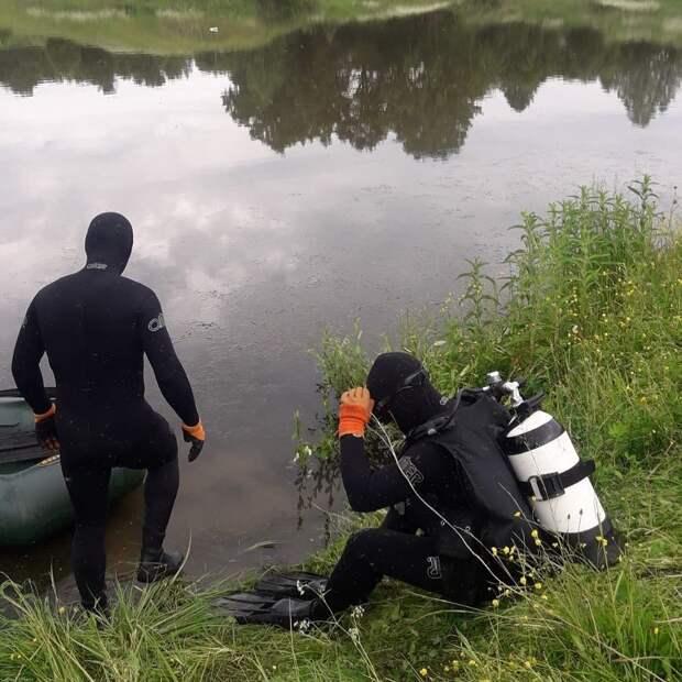 В Удмуртии водолазы почти сутки искали тело утонувшего в пруду мужчины