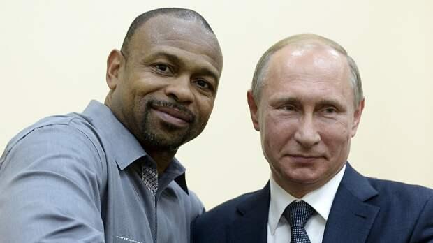 «Путин или Трамп?» Американский боксер Рой Джонс наКрасной площади ответил навопросы Канделаки