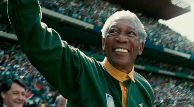 """актер Морган Фримен (Нельсон Мандела) - кадр из фильма """"Непокоренный"""""""
