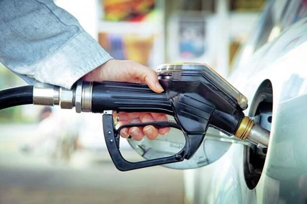 В России стал дешевле бензин