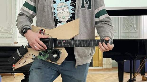 Российский студент разработал гитару специально для людей с инвалидностью