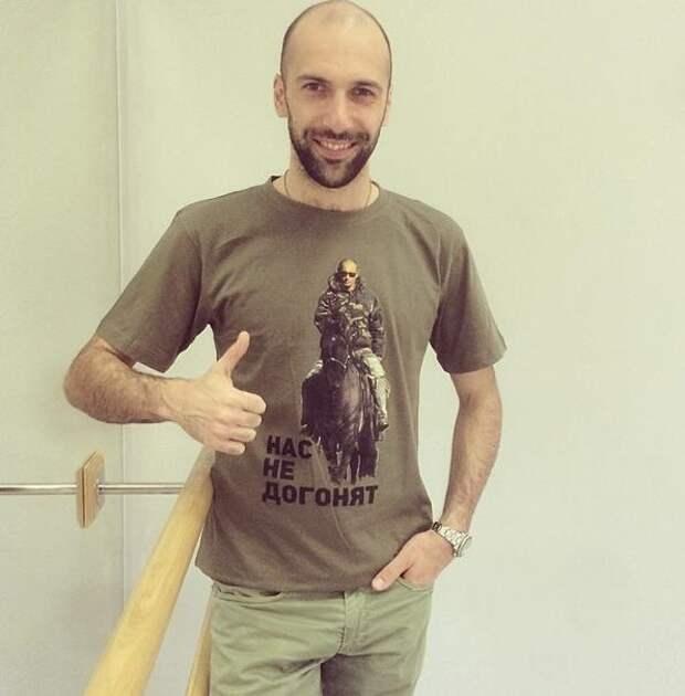 'Все путём!': Продажи патриотических футболок вызвали аншлаг