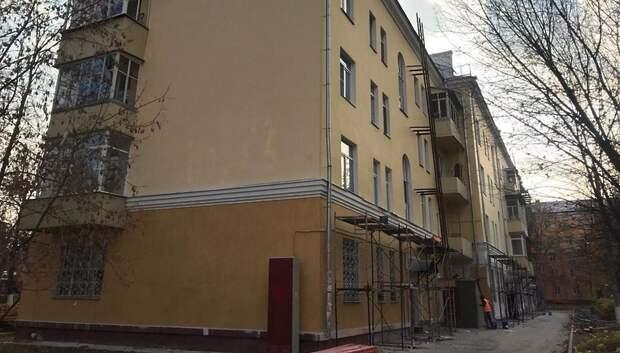 Депутат Мособлдумы проверил ход капремонта 2 домов в центре Подольска