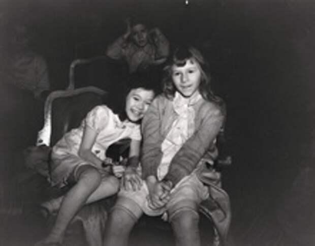 Чем занимались зрители в кинотеатрах Нью-Йорка в 1940-е годы?
