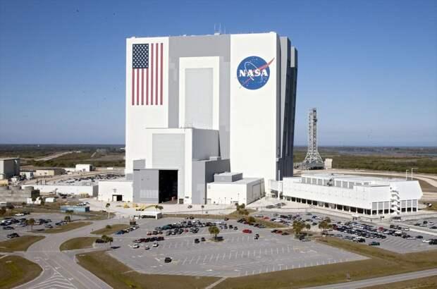 Самое большое одноэтажное здание — Здание вертикальной сборки, мыс Канаверал, Флорида