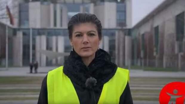 Лидер левых Германии Сара Вагенкнехт надела жёлтый жилет и призвала немцев брать пример с французов