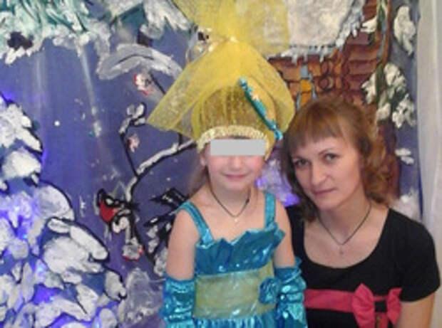 На Урале у школьницы отобрали грамоту и новогодний подарок, потому что ее мама не сдала 300 рублей.