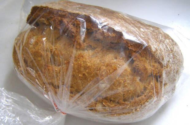 Кладем в морозилку хлеб, зелень и бульон: хранятся месяцами