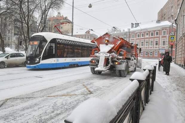 На Дмитровском шоссе двор освободят из снежного плена