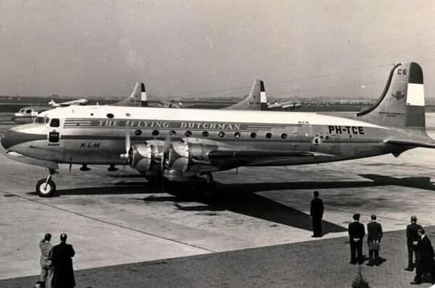 Авиалайнер Douglas DC-4