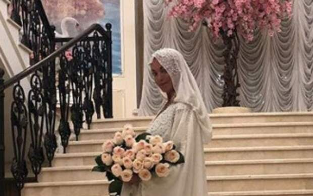 """Волочкова примерила образ мусульманки: """"Мне хиджаб идет?"""""""