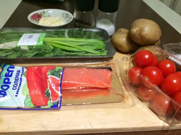 Новогодний салат с форелью