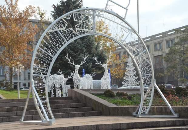 Бахчисарай начали украшать к новогодним праздникам