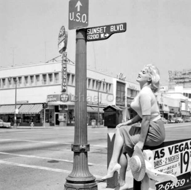 Мода 50-х, когда женщины носили «пули» на груди