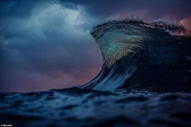 И море как горы