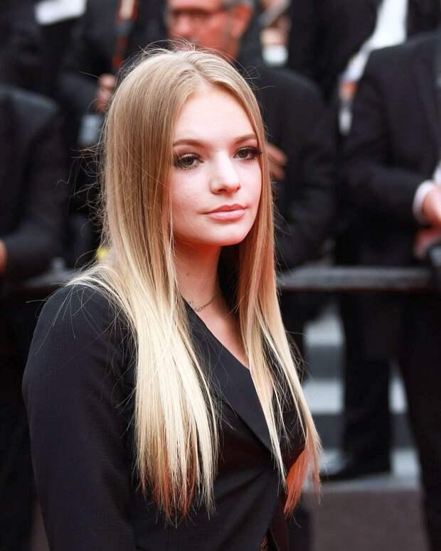 Дочь Пескова назвала русских невоспитанными хамами