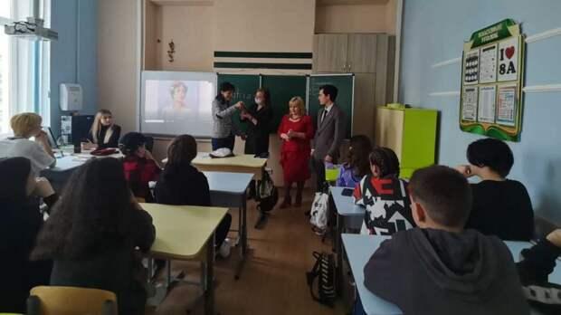 В школах Ялты при поддержке Администрации города были проведены встречи с учащимися на тему тесной связи истории РФ и других народов