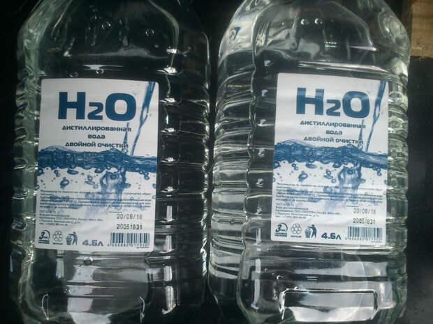 Для приготовления водки в домашних условиях рекомендуется брать дистиллированную воду / Фото: drive2.ru
