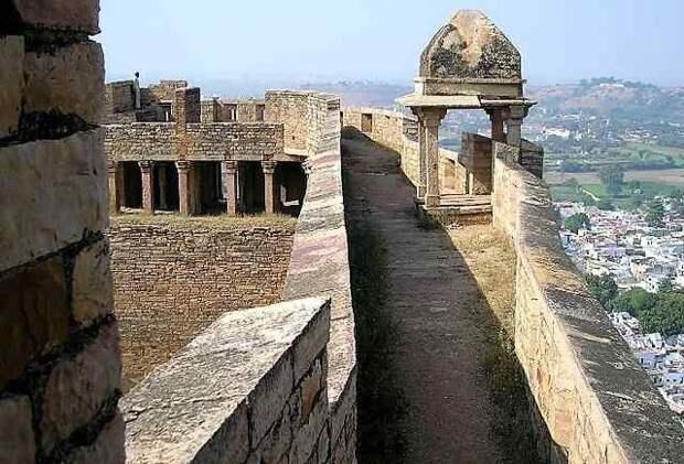 Форт Гвалиор – жемчужина Индии