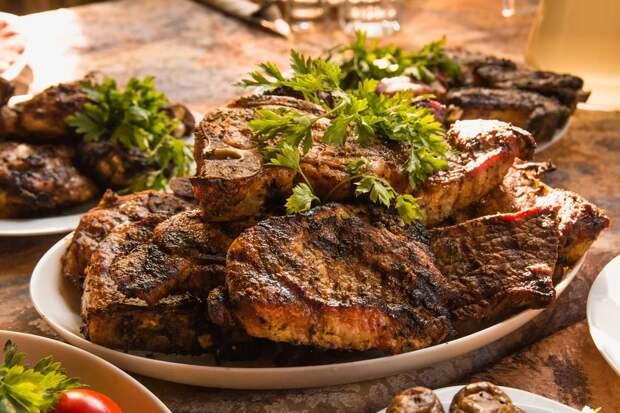 Рецепты маринадов для шашлыка: майские в разгаре!