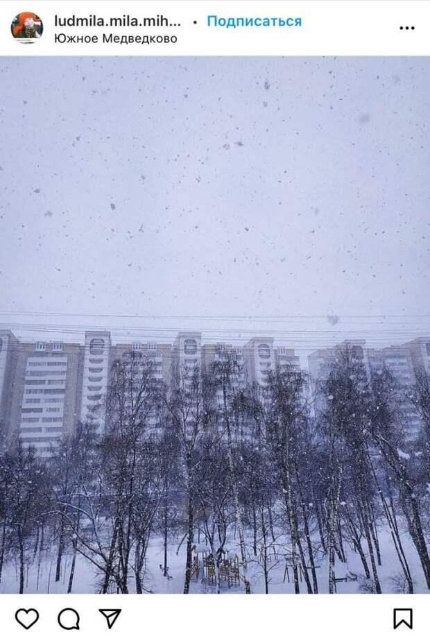 Фото дня: снег вновь завалил улицы Южного Медведкова