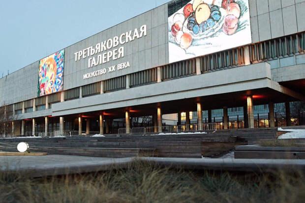 Третьяковскую галерею на Крымскому Валу затопило во время дождя в Москве