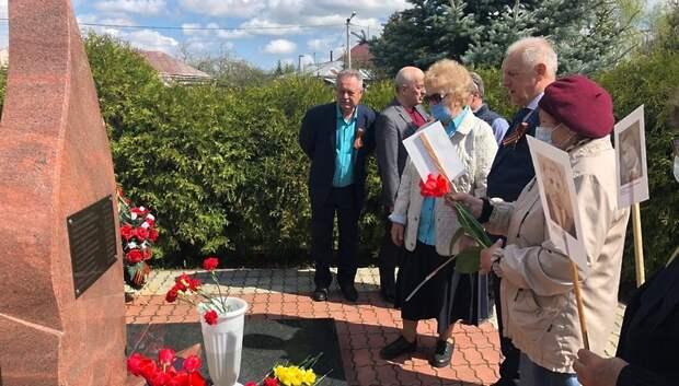 Венки и цветы к памятникам ВОВ возложили в микрорайоне Дубровицы