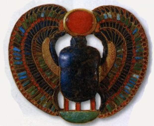 Нагрудное украшение фараона в виде скарабея Египет XIV век до н. э.