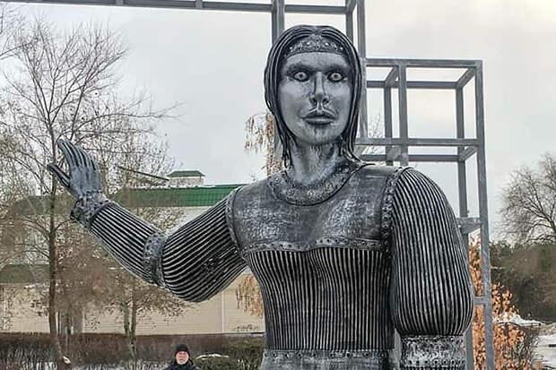 «Жуть жуткая»: памятник Алёнкe шокировал жителей Воронежской области