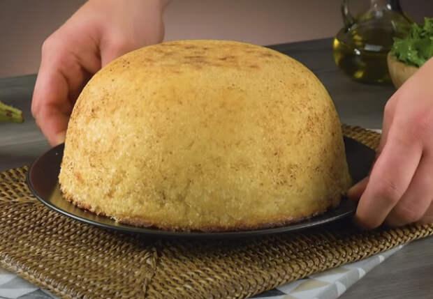 Превращаем скучный гарнир в пирог: печем рис с баклажанами