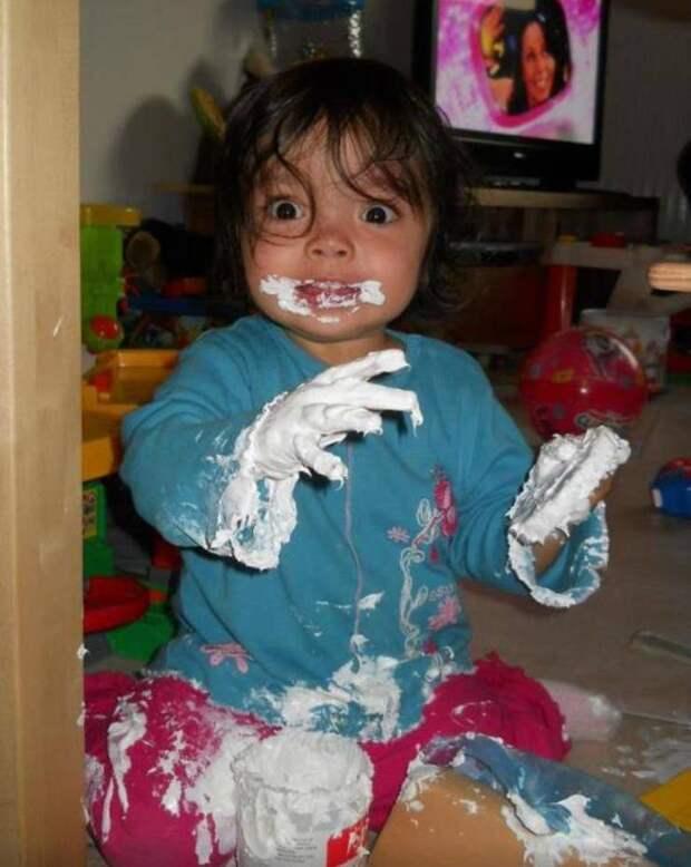 Ребенок испачкался краской