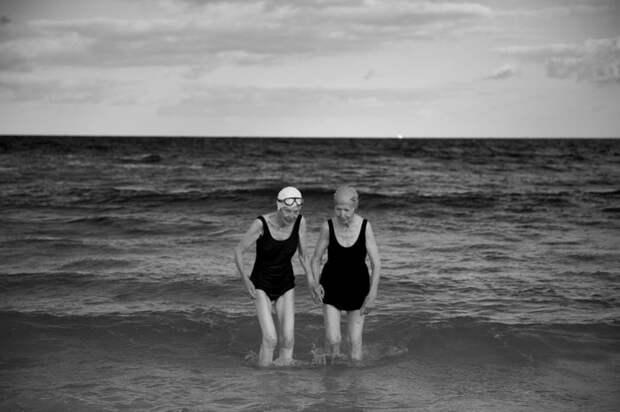 Пожилые пловчихи