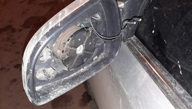 Неизвестные украли зеркала с иномарки в Подольске