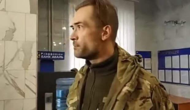 Актер Пашинин работает дворником и мечтает получить паспорт Украины