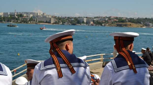 В Севастополе завершился военный парад кораблей в честь Дня ВМФ РФ
