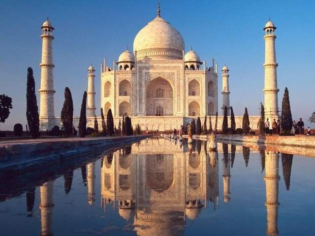 Самый большой мавзолей: Тадж-Махал, Агра, Индия.