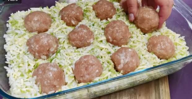 Закладываю фрикадельки в тёртые кабачки: вкусный ужин для всей семьи