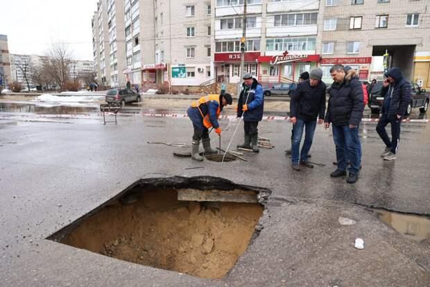 Стало известно о причинах провала дороги в Дзержинске