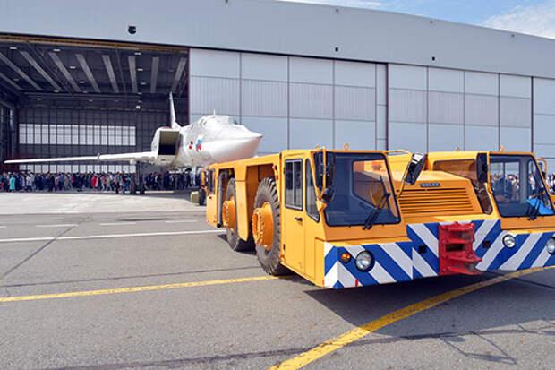 Сегодня, насколько можно судить, по крайним публичным выкаткам самолетов, построили два ангара — для Ту-160 и Ту-22М3