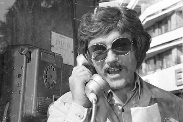 куравлев звонит по телефону